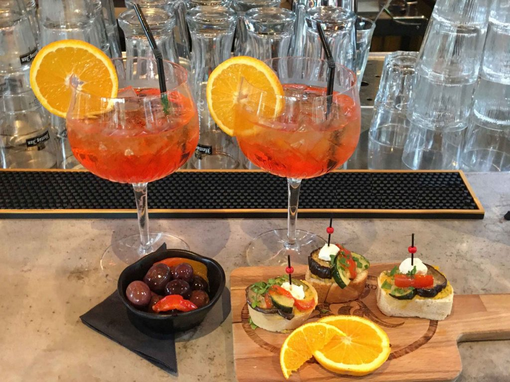 Aperol Spritz Drinks | Lola The Green Aardvark